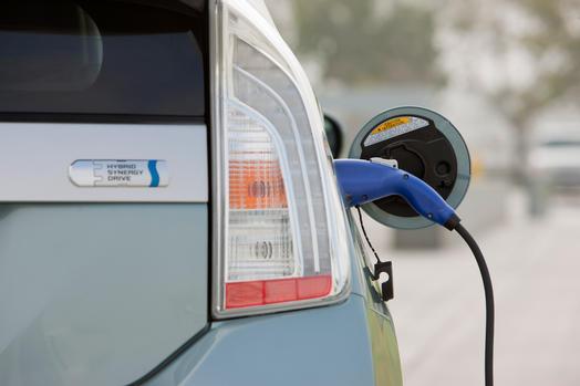 2012_Toyota_Prius_Plugin_019_40219_2524_low